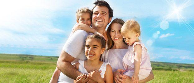 Familie im Sonnenschein